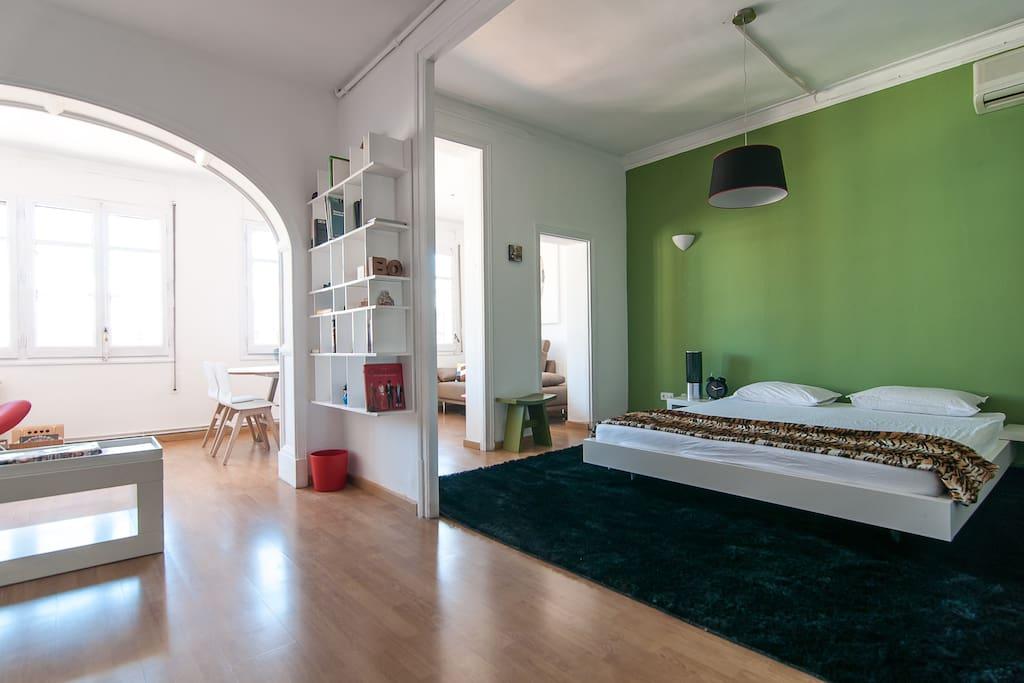 Suite/Bedroom 1: Sleeping area