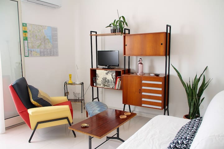 Sun-kissed flat in Palermo close to Politeama