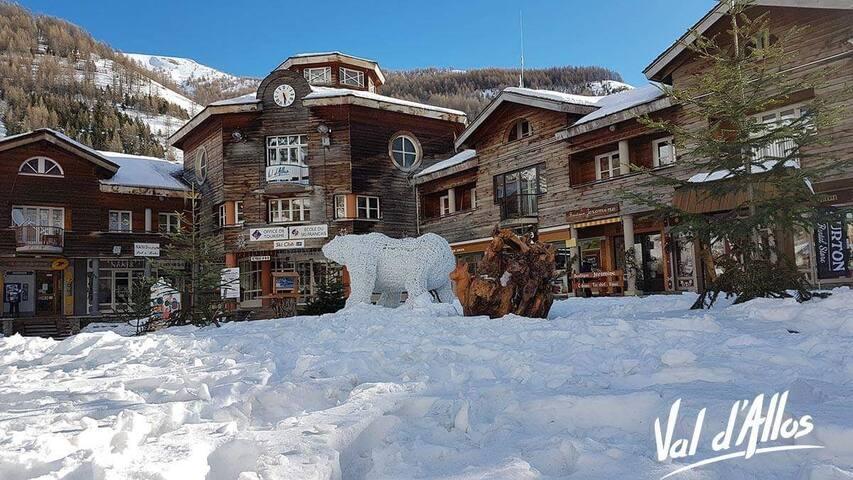 30m2 de luxe sur la place, vue sur la montagne...