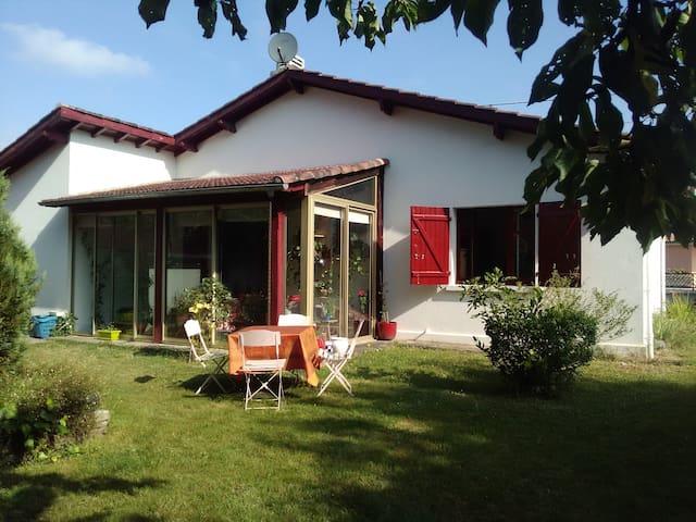 Jolie maison 3 chambres avec jardin, Pau - Pau - House