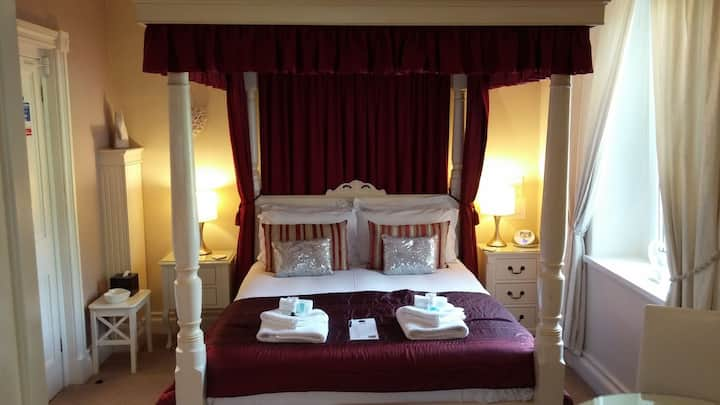 4*Boutique B&B. Central.FREE parking.Private Bfast