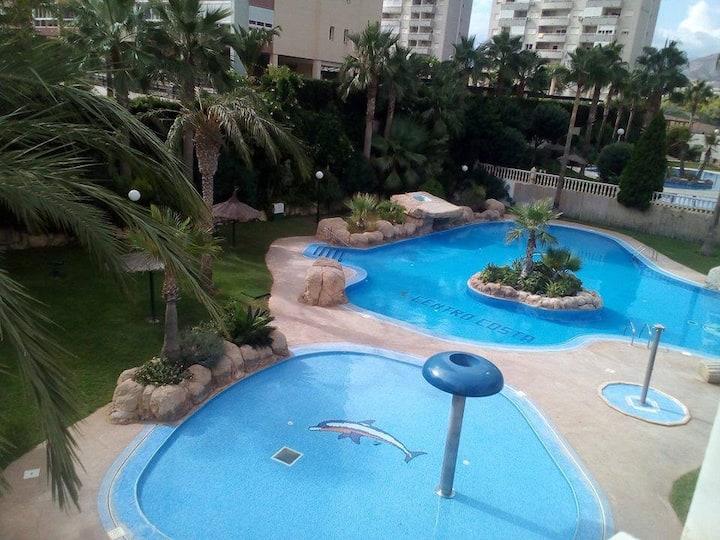 Ruim appartement  met zwembad dicht bij het strand