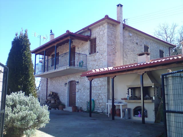 Beautiful traditional stone house - Prasino