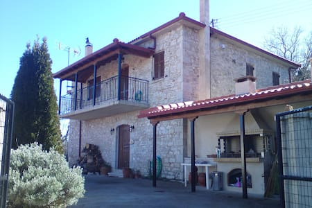 Beautiful traditional stone house - Prasino - Bed & Breakfast