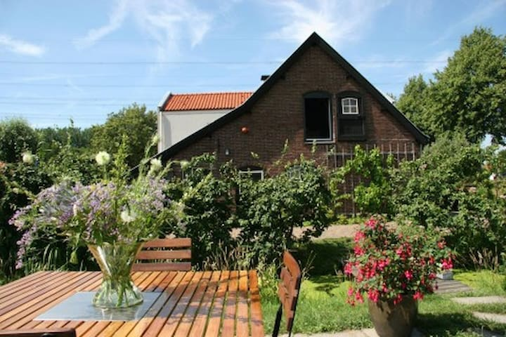 Nature and Peace in old Sheep Barn - Linschoten - Hus