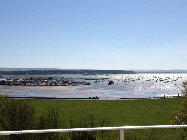 POOLE HARBOUR VIEWS. ONE-BED FULLY FURNISHED APMNT - Poole - Huoneisto