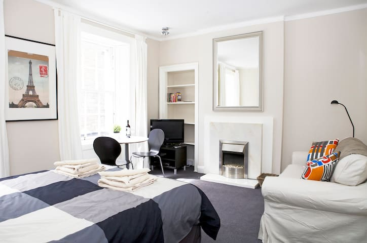 central edinburgh studio flat apartments for rent in. Black Bedroom Furniture Sets. Home Design Ideas