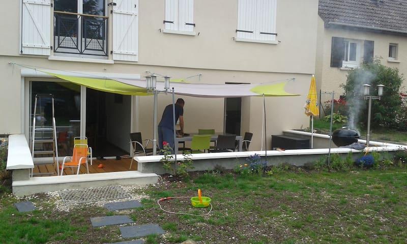Maison au calme et en ville, jardin agréable - Auxerre - Dům
