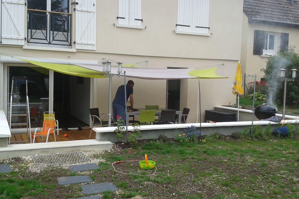Maison au calme et en ville jardin agr able houses for for Piscine auxerre