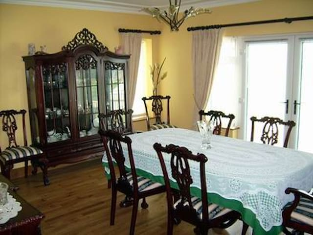 Bright, spacious ensuite in Donegal