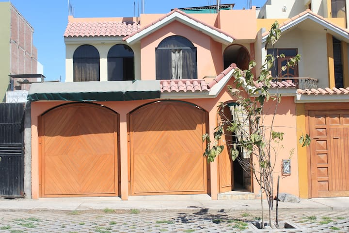 CASA HOGAR - José Luis Bustamante y Rivero - Haus