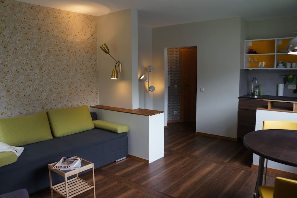 Sunny comfortable one room apartment in aachen for Boxspring schlafcouch