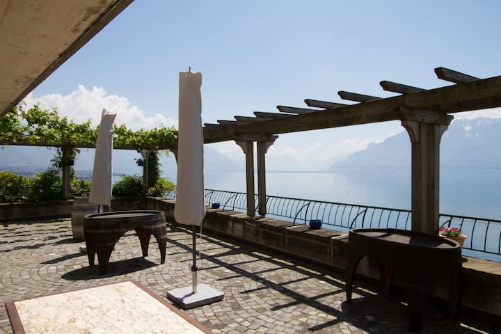 Stunning Suite with a view! - Chardonne - Bed & Breakfast