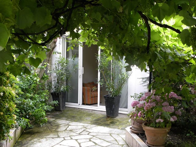 HOUSE IN A GARDEN SOUTH OF PARIS - Vanves - House