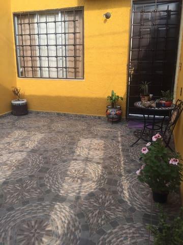 Casa Mexicana Emmy