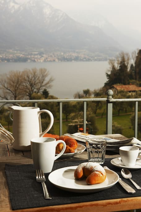 Breakfast watching at the lake
