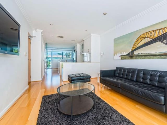 Close to the everything - West Leederville - Apartment