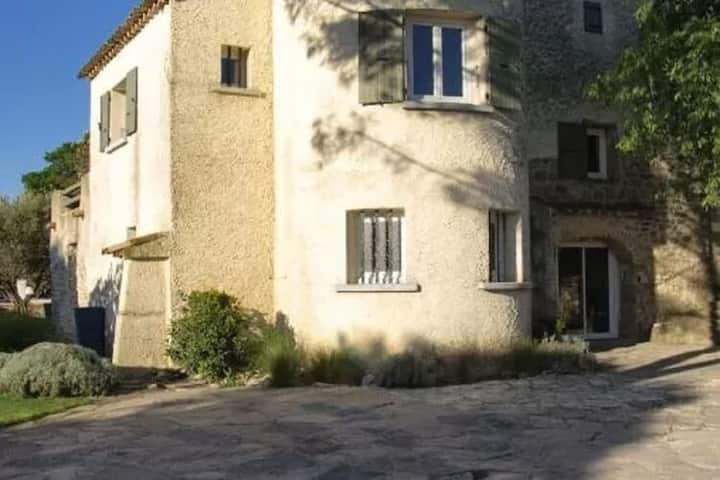 Pretty Holiday Home in Deaux with Private Pool