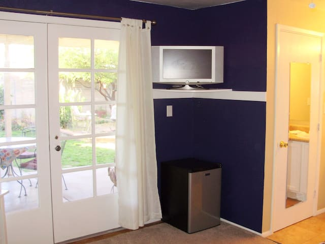 Curtains open, cable TV, mini fridge, microwave oven.