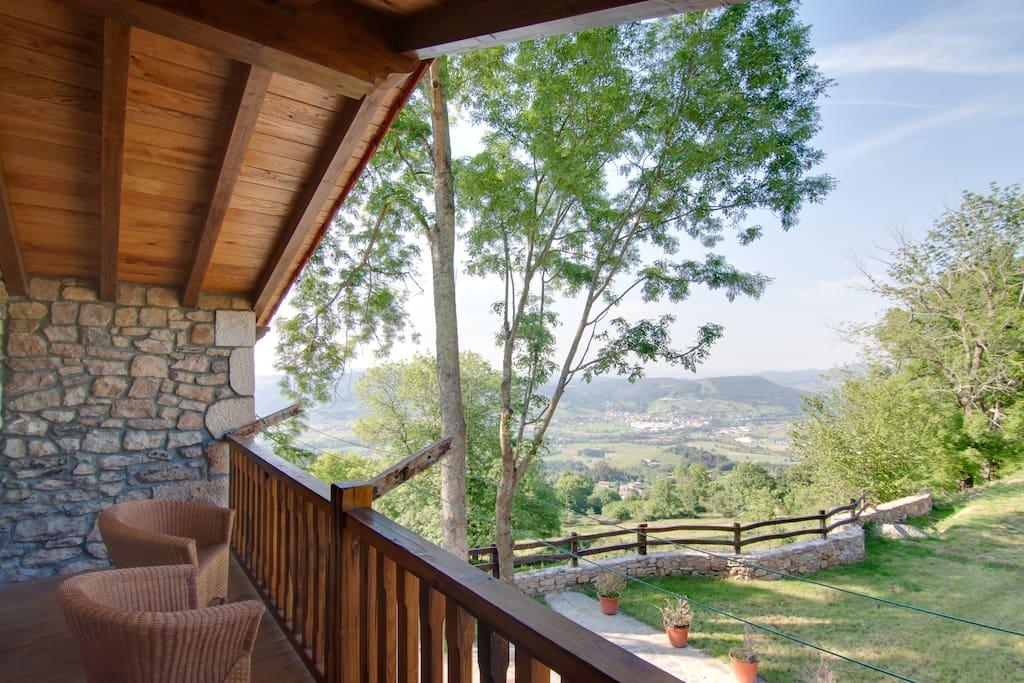 preciosas vistas desde la casa, Valle de Cayon y Bahia de Santander!!