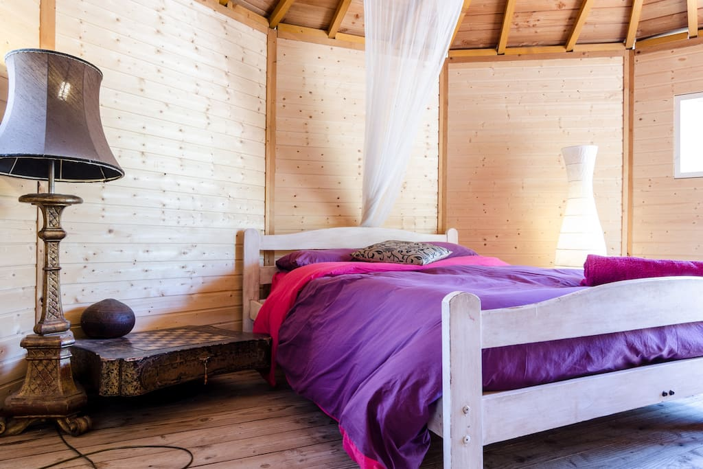 The Wood Cabin - A peaceful bed for a peaceful vacation