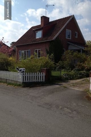 Live close to the sea with a garden - Simrishamn N - Casa