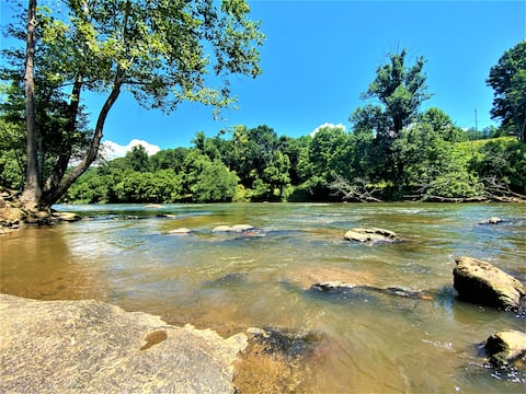 """⭐️Riverfront  """"All Tuckered Out"""" Tiny Home Adventure! ⭐️ A Nature Enthusiast's Dream!!! Sleeps 6 /Wifi"""