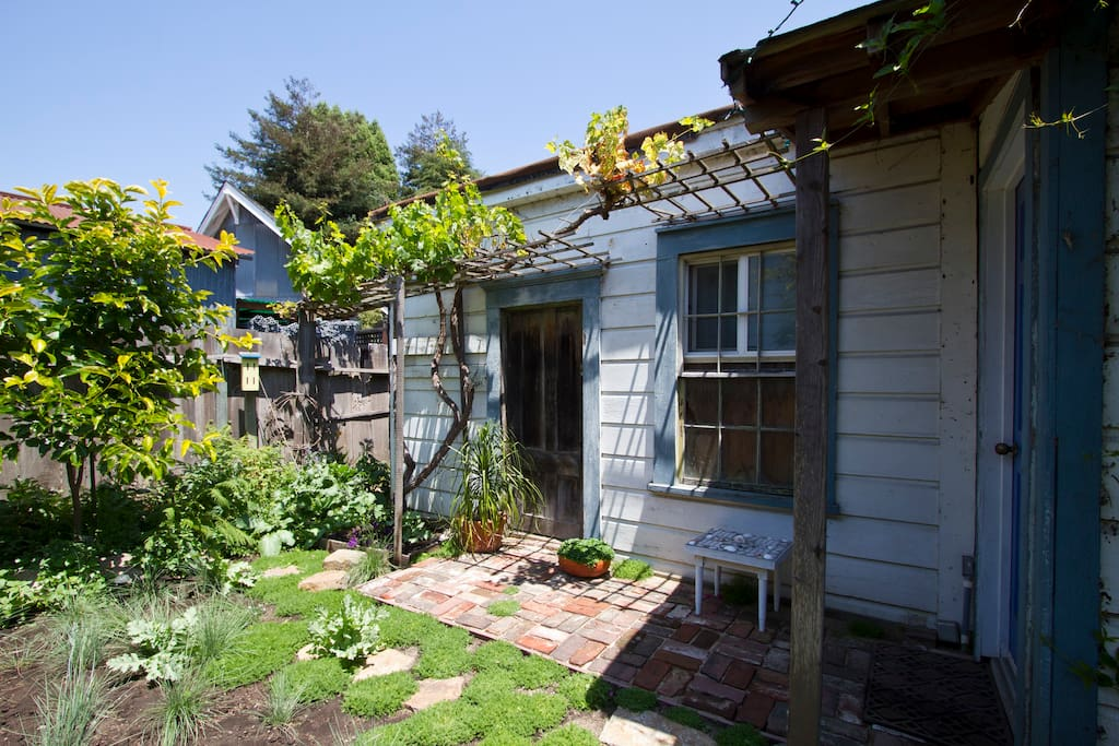 Garden Cottage Santa Cruz downtown