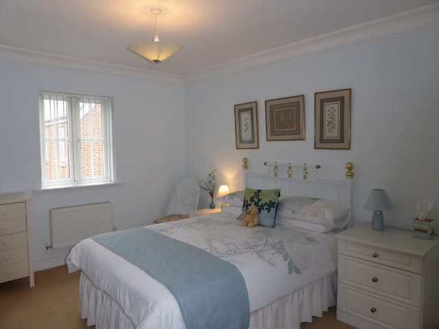 En-suite Double - Jade Room - Angmering