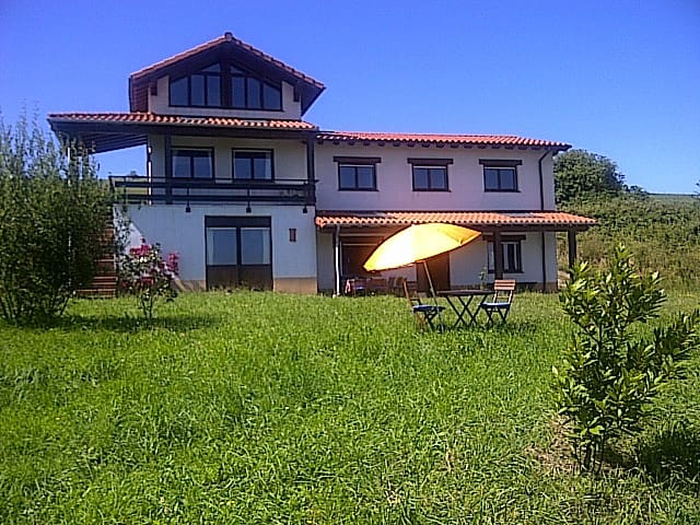 Enjoy Cantabria countryside&beach - Santillana del Mar - House