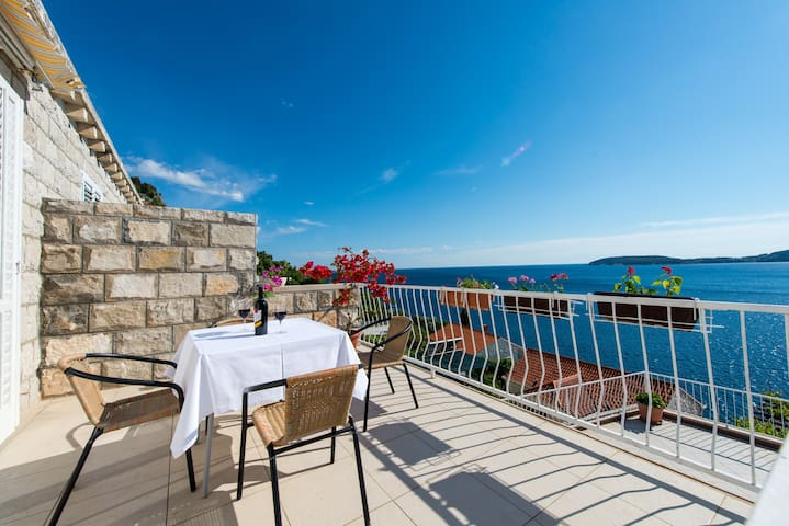 Apartments Matea -Two-Bedroom with Sea View