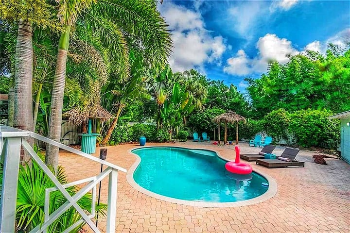 Tropical Paradise - Luxury Home Minutes to Beach!