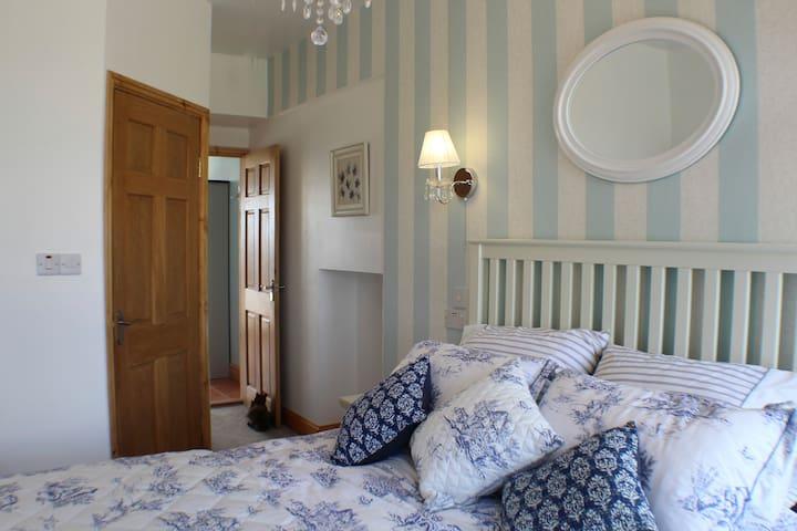 Downstairs bedroom, Weavers Cottage, Kildonan Farm Cottages.