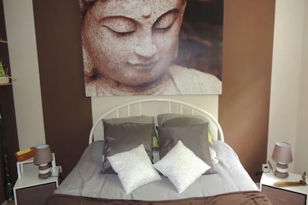 Trés  jolie  chambre  dans  maison  tres calme - Saint-Roch - Ev