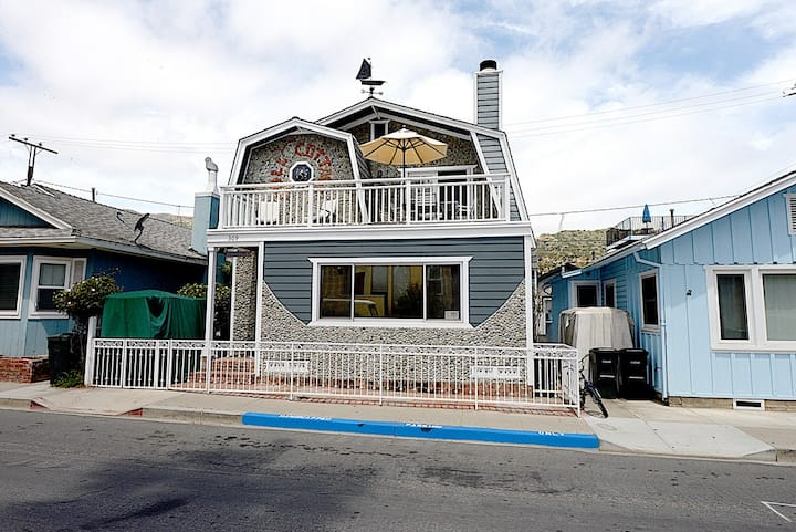 Incredible Island Vacation Home, Min Away from Downtown, BBQ, Porch - 309 Clemente