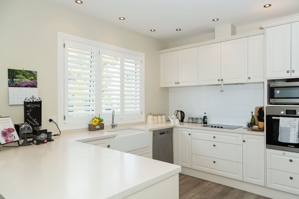 Full size well equipped kitchen with all amenities.