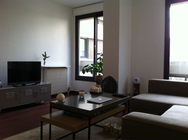LARGE STUDIO 10 MINS FROM PARIS!!  - Suresnes - Leilighet