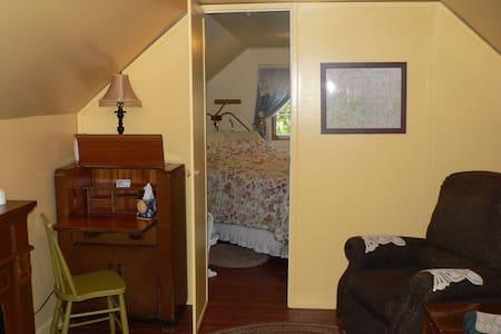 Sky Parlor Suite near Mt Rainier NP - Eatonville