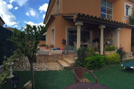 CASA EN ZONA RESIDENCIAL - House