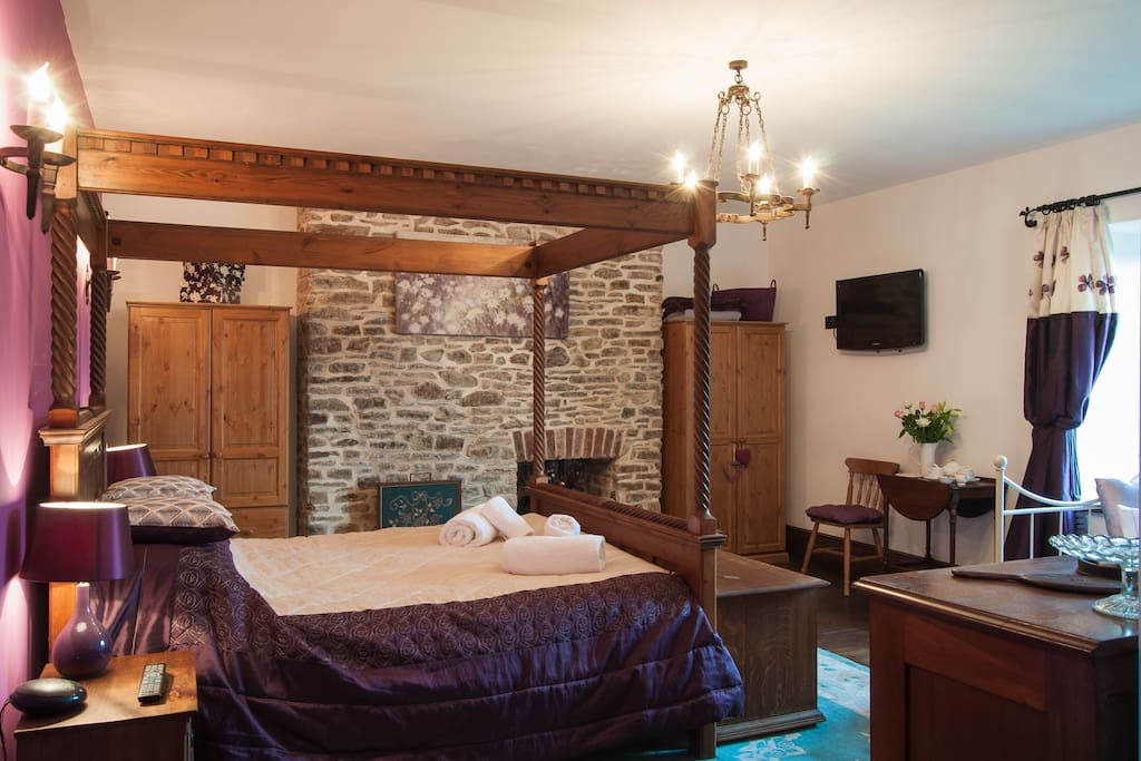 Four poster bed, wall mounted TV, 2 double wardrobes.