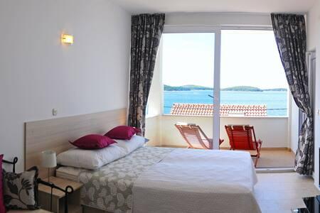 beach house Dea studio apartment 4 - Hvar