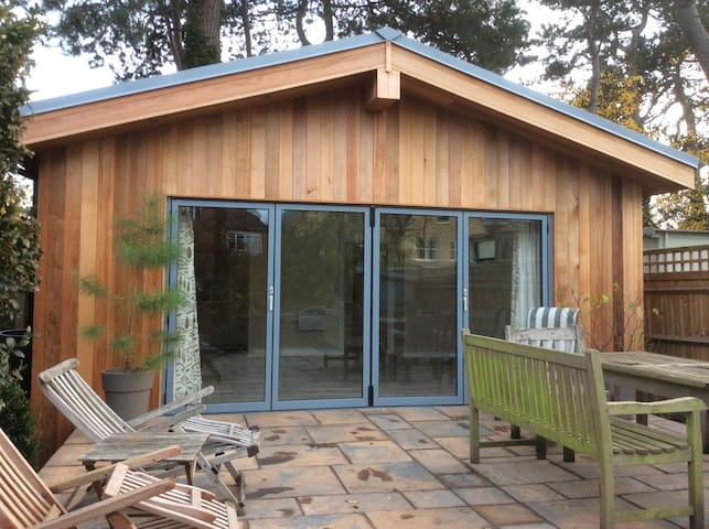 Gorgeous garden room - Teddington - Casa