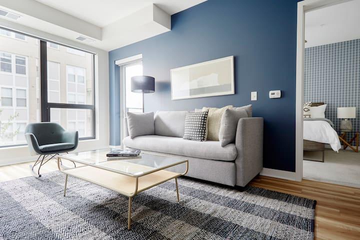 Sonder | Lake Suites | Lovely 1BR + Balcony