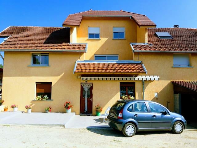 Saint Genix sur Guiers : maison avec vue