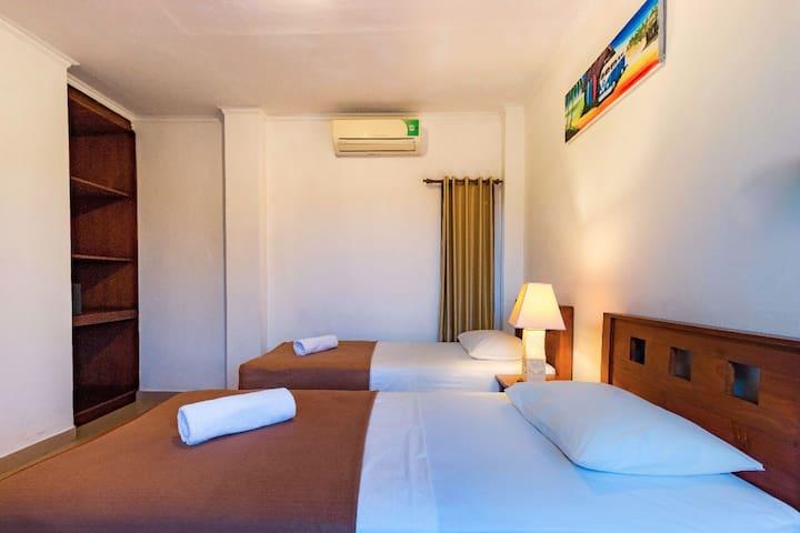 MEDEWISURFVILLA : 2 Single Bed Room