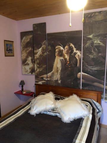 Chambre Aurore à la montée du Frahy