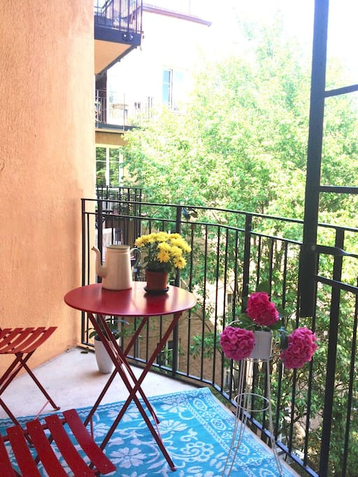 The balcony with a view on a pretty courtyard.