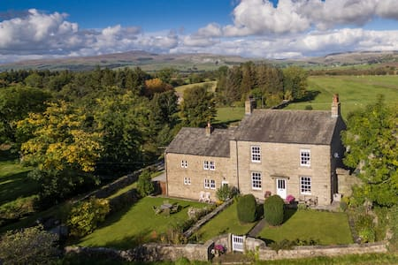 Forest of Bowland Luxury Barn, Ingleborough views