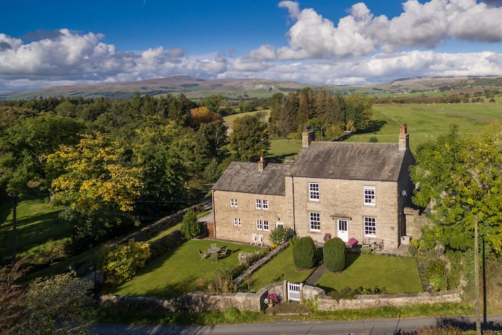 North Yorkshire Luxury Barn, Ingleborough views