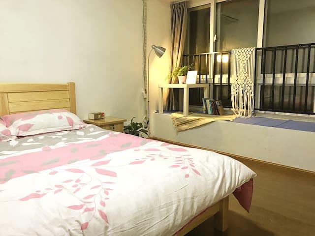 阳光充裕,宽敞的大飘窗,温馨明亮的大床房 - Hangzhou - Apartmán pro hosty